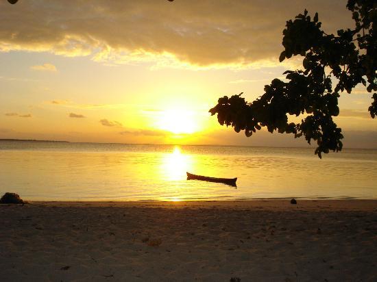 Hoga Island Dive Resort: Days End