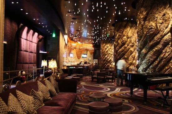 Aria Resort Bar Moderno