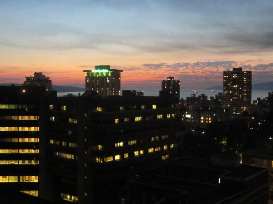 Century Plaza Hotel & Spa : 21st floor, looking southwest