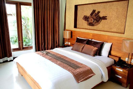 Grand Akhyati Villas and Spa: Master Bedroom