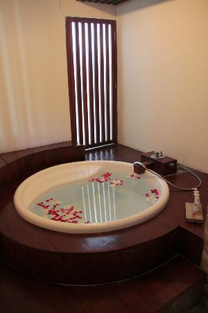 Grand Akhyati Villas and Spa: Master Bedroom - Bath