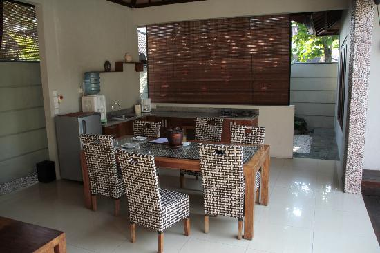 Grand Akhyati Villas and Spa: Dining Area