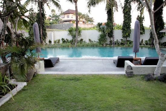 Grand Akhyati Villas and Spa: Common Pool