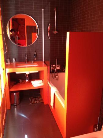 Hotel Montmorency: Salle de bain de la chambre moderne