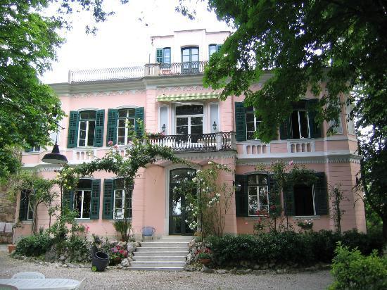 Villa Fausta B&B : Villa Fausta from the front garden