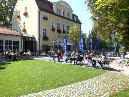 Harlachinger Jagdschlossl: The bier garten