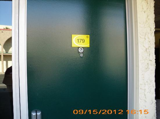 Super 8 Anaheim Near Disneyland: Room 179