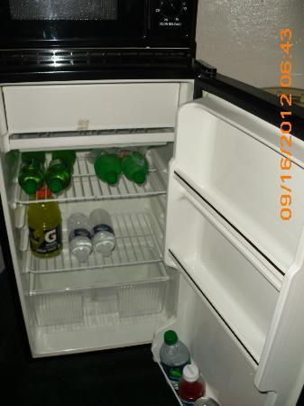 Super 8 Anaheim Near Disneyland: the Micro/Fridge