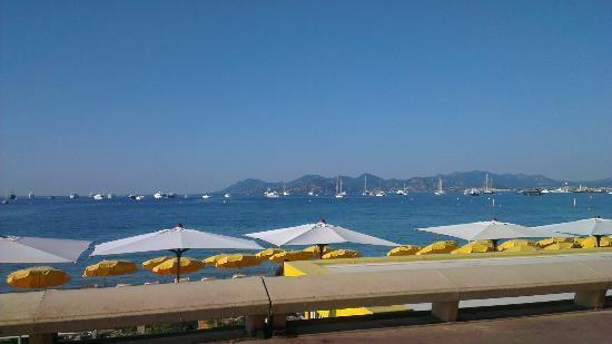 Mercure Cannes Croisette Beach: croisette wandelpromenade thv eettentje hollander.