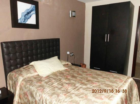 Terrasse Hotel: decoracion y cama