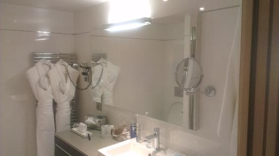 Mercure Cannes Croisette Beach: badkamer room 407
