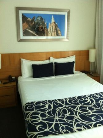 Wyndham Sydney Suites: double bed