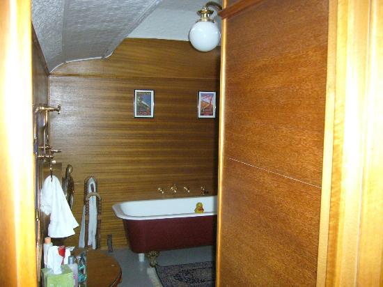 End of the Line Railway Accommodation: Bathroom