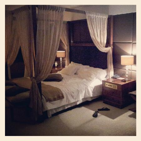 Grecian Park Hotel : Our bedroom - magestic