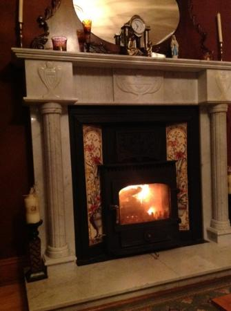 Lurgan House B&B: relaxing by the fire after a long day of hiking