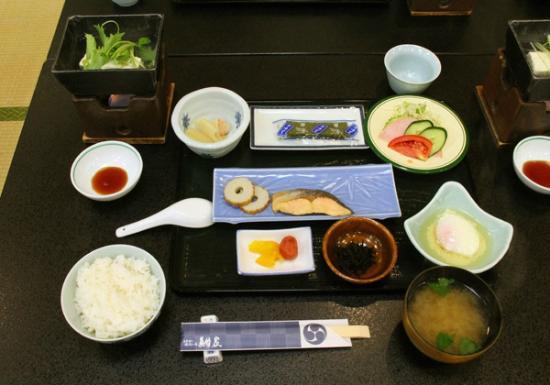 Yutei Konya: 大広間での朝食