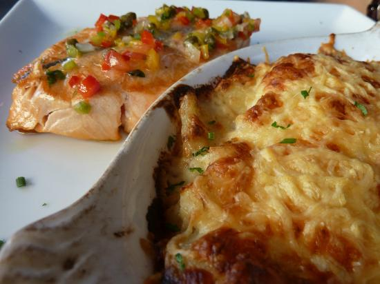 Brasserie du Theatre: Saumon sauce vierge et gratin dauphinois