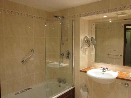 Macdonald Craxton Wood Hotel & Spa: Bathroom