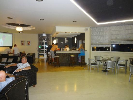 Golden Sun Hotel: Bar