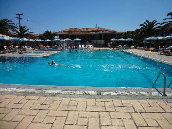 Golden Sun Hotel: Pool