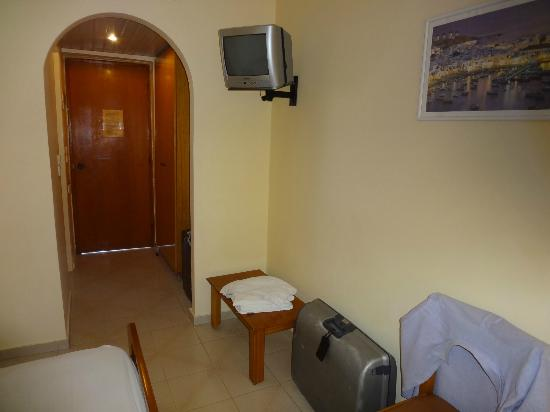 Golden Sun Hotel: Room
