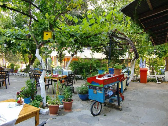 Outdoor Küche Aus Türkei : Läden und geschäfte im outdoor markt im hafen von kusadasi türkei