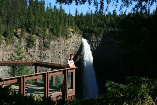 Across The Creek Cabins : Many falls to see