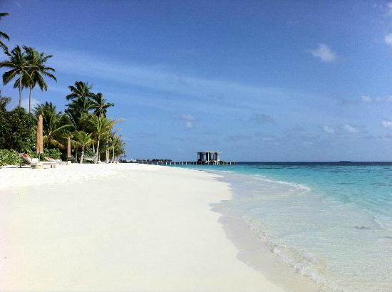 Jumeirah Dhevanafushi: The small beach in front of villa 1 to 4