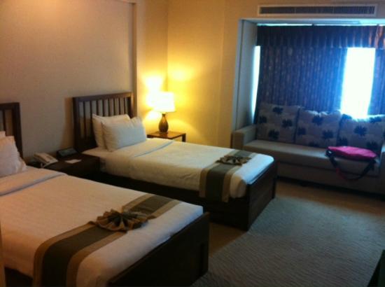 Movenpick Suriwongse Hotel Chiang Mai: Standard Twin Room