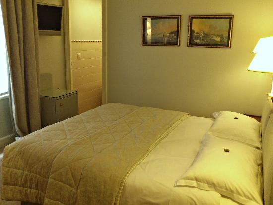 Le Relais Saint-Honore: Very clean room