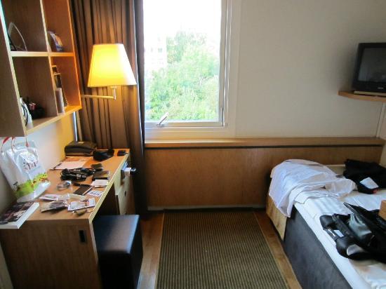 Quality Hotel Panorama: Tiny room