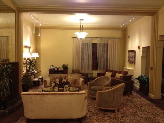 Baroness Hotel: Lobby