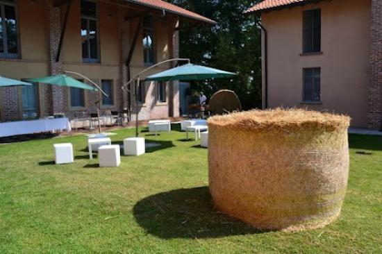 Ristorante dell'Agriturismo Cascina Forestina : balle di fieno