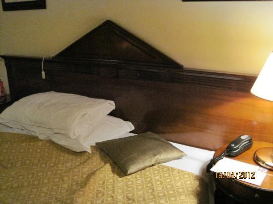 هوتل تيترو بيس: Bed of main bedroom 