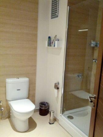 Apart Hotel Best: bath