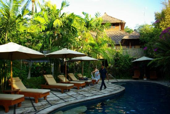 Karma Royal Jimbaran: seating at the pool
