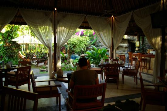 Karma Royal Jimbaran: Dining room is beside the pool