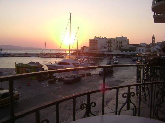 Poseidonio Hotel : Puesta de sol desde el balcón de la habitación:lo mejor del hotel.