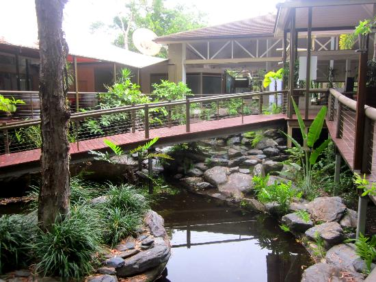Ramada Resort Port Douglas: walking towards the lobby
