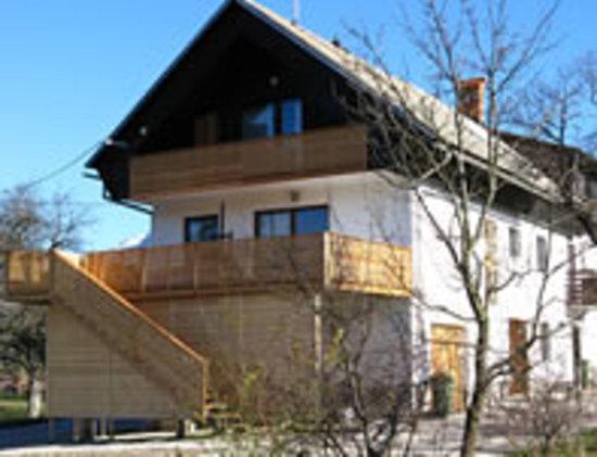 Mejnik House