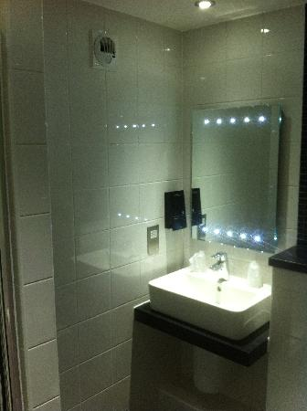 Days Inn Cobham M25 : Bathroom