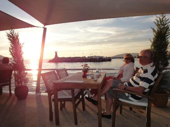 Yelken Cafe: sun set..