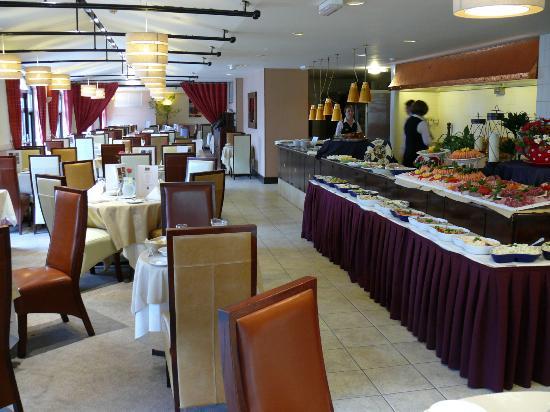 The Peninsula Hotel: Restaurant.