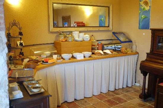Cuq en Terrasses: Le buffet du petit déjeuner