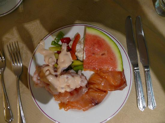 The Peninsula Hotel: My gala buffet starter-yum yum!!!