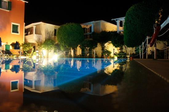 Alkyon Apartments & Villas Hotel: Mooi groot zwembad.
