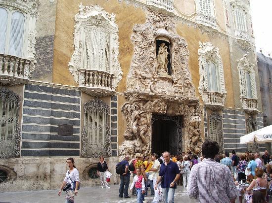 Palacio del Marques de Dos Aguas : Fachada del palacio,preciosa
