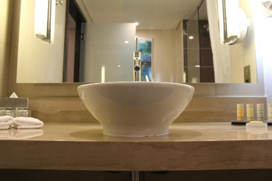 Radisson Blu Hotel, Abu Dhabi Yas Island: Free standing wash basin