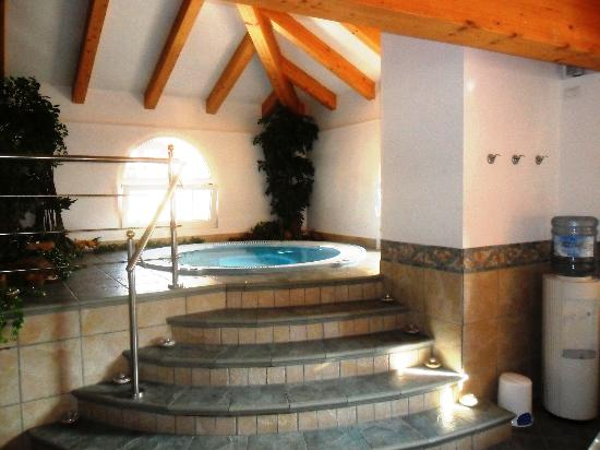 Hotel Faloria: The relaxing hydro-massage pool