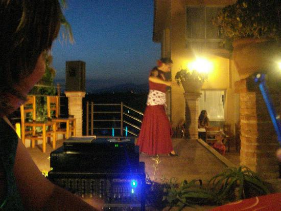 Playa Ferrera Apartments: Flamenco Show